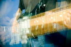 Mão na guitarra Imagem de Stock