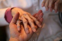 Mão na mão Fotografia de Stock