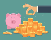 A mão põr a moeda à escadaria do dinheiro Imagens de Stock