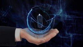 A mão pintada mostra a garrafa do holograma 3d do conceito em sua mão filme