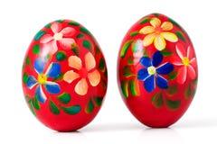 A mão pintou ovos de Easter de madeira, trajeto de grampeamento Fotos de Stock Royalty Free