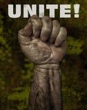 Mão poderosa do ` s do homem de funcionamento no protesto imagem de stock