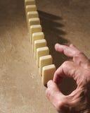 Mão poised para bater para baixo dominós imagens de stock