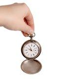 A mão prende o relógio de bolso de prata Fotografia de Stock