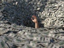Mão que afoga-se no dinheiro foto de stock