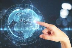 Mão que aponta no globo digital Imagem de Stock Royalty Free