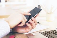 Mão que aponta no telefone Imagem de Stock
