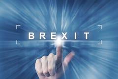 Mão que clica no brexit ou no botão britânico Fotografia de Stock