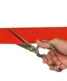 Mão que corta a fita vermelha Fotos de Stock Royalty Free