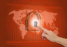 Mão que empurra o botão virtual da segurança Fotos de Stock Royalty Free