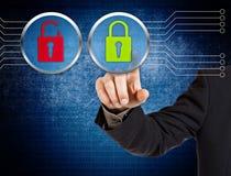 Mão que empurra o botão virtual da segurança Imagem de Stock