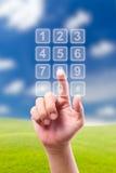 Mão que empurra teclas transparentes do telefone imagens de stock