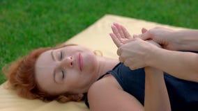 Mão que faz massagens o fim acima filme