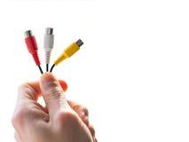 Mão que guarda cabos audio imagens de stock