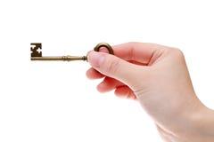 Mão que guarda a chave velha Imagem de Stock Royalty Free