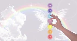 Mão que guarda o coração de Rose Quartz Imagem de Stock