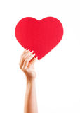 Mão que guarda o coração vermelho Imagem de Stock Royalty Free