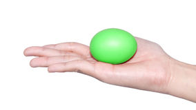 Mão que guarda o dia de easter do ovo imagens de stock royalty free
