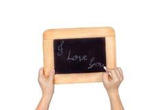 Mão que guarda o quadro-negro da ardósia com o texto: Eu te amo, isolado Imagens de Stock Royalty Free