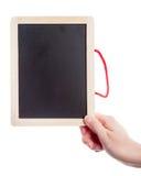Mão que guarda o quadro-negro vazio Foto de Stock Royalty Free