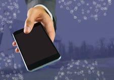 Mão que guarda o telefone com conectores foto de stock