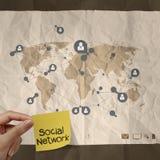 Mão que guarda a rede pegajosa do social da nota Imagem de Stock Royalty Free