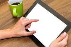 Mão que guarda a tabuleta com tela vazia Imagens de Stock Royalty Free