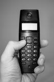 Mão que guarda um telefone home fotografia de stock royalty free