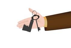 Mão que guarda uma chave do apartamento Fotografia de Stock Royalty Free