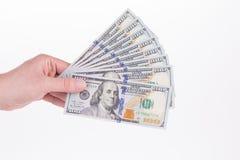 Mão que guardara cem notas de dólar Foto de Stock Royalty Free