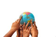 Mão que guardara o globo Foto de Stock Royalty Free