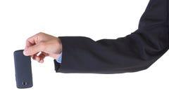Mão que guardara o telemóvel. foto de stock royalty free