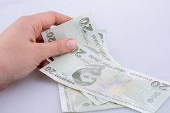 Mão que mantém a cédula da lira de 20 Turksh disponivel Foto de Stock Royalty Free