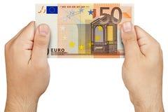 Mão que mantém a cédula do euro 50 isolada Fotos de Stock Royalty Free
