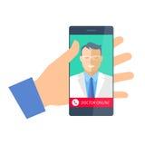 Mão que mantém um telefone com doutor em linha Telemedicina e telehe Fotos de Stock Royalty Free