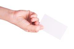 Mão que mantem o cartão em branco isolado Imagens de Stock Royalty Free
