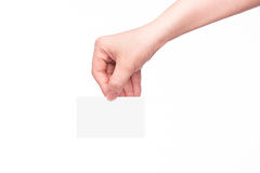 Mão que mantem o cartão em branco isolado foto de stock royalty free