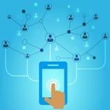 Mão que prende o telefone móvel com ícones Fotografia de Stock