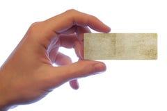 A mão que prende um cartão de papel Imagens de Stock Royalty Free