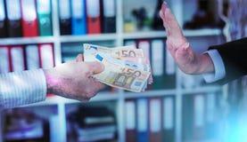 Mão que rejeita uma oferta do dinheiro; efeito da luz fotos de stock royalty free