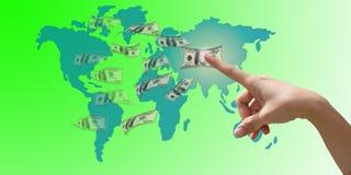 Mão que seleciona o dinheiro Fotografia de Stock