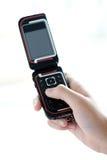 Mão que texting no telefone móvel fotos de stock