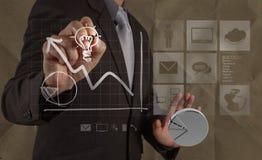 Mão que tira a ampola com papel amarrotado como o conceito criativo imagem de stock
