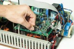 Mão que trabalha no painel de controlo Fotos de Stock Royalty Free