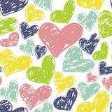 Mão sem emenda teste padrão tirado dos corações Projeto colorido da tinta para o t-shirt, vestido, panos Fotografia de Stock Royalty Free