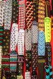 A mão tradicional do estilo turco knitten peúgas na exposição imagem de stock