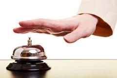Mão usando um sino do hotel Fotografia de Stock Royalty Free