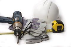 A mão utiliza ferramentas o martelo do capacete de segurança Imagens de Stock Royalty Free