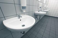 Mão vazia no banheiros públicos limpos Imagem de Stock
