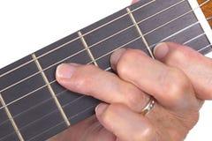 Mão velha e guitarra isoladas Imagens de Stock